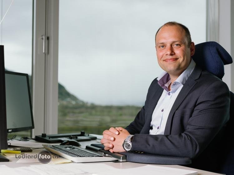 Adm.direktør: Halvard Fjeldvær